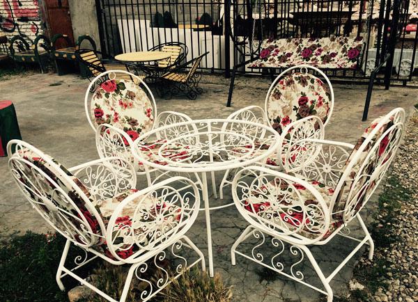 میز و صندلیهای فلزی